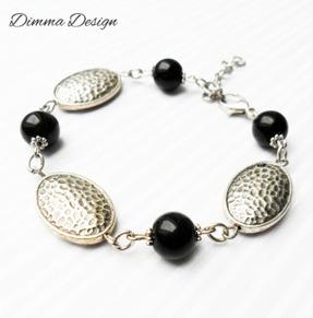 Armband hamrade ovaler & svarta glaspärlor - Armband hamrade ovaler & svarta glaspärlor