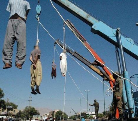 Homosexuella hängs offentligt i Iran