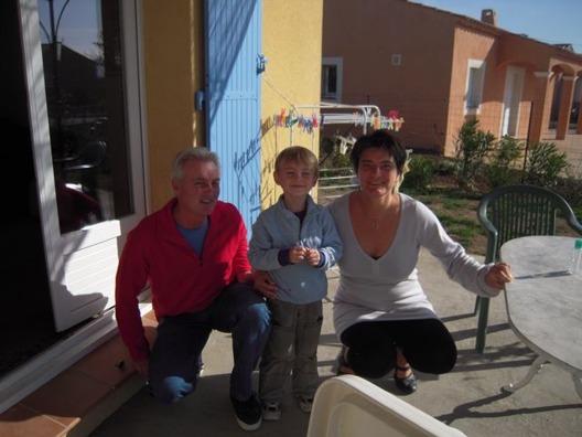 Vår son Simon gillar också att resa runt i Provence, men går helst på fotbollsmatch på Velodrome i Marseille eller åker skidor i Alpes du Sud.