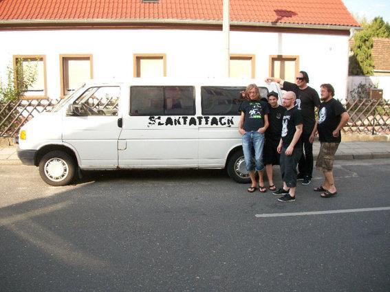 Dissen på turné med Slaktattack 2010.