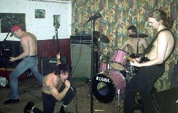 """Release av """"On tour with Striker""""  på Duo-Reklam 2001"""