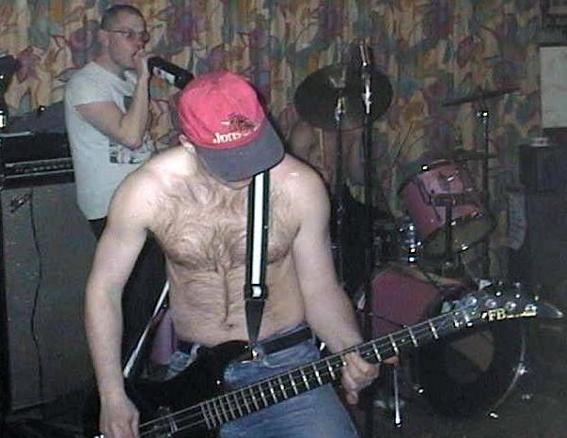 """Release av """"On tour with Striker""""  på Duo-Reklam 2001.  Jimmy i fronten, Franka med Körryflarra i bakgrunden!"""