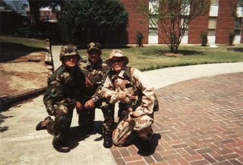 Jag tillsammans med Pranav Bajaj och Kent Nilsson i full ROTC-utstyrsel. På Mercer University fick man universitetspoäng för att ta en försvarskurs.