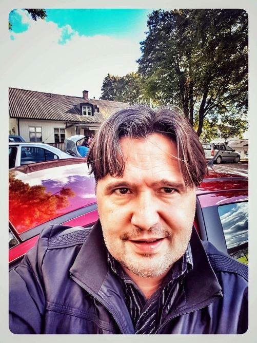 Jag på väg att rösta i församlingshemmet i Färgelanda