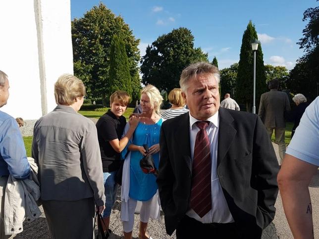 Min far och i bakgrunden Eric och Anette
