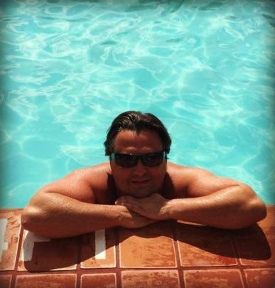 Jag i en pool på ett motell någonstans I Homestead, Florida, ett stopp på väg neråt The Keys.