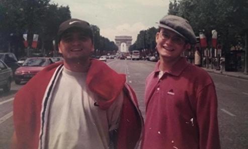 Jag och Sigge. Det är slutet av 90-talet och jag och mina bröder upptäcker världen tillsammans.
