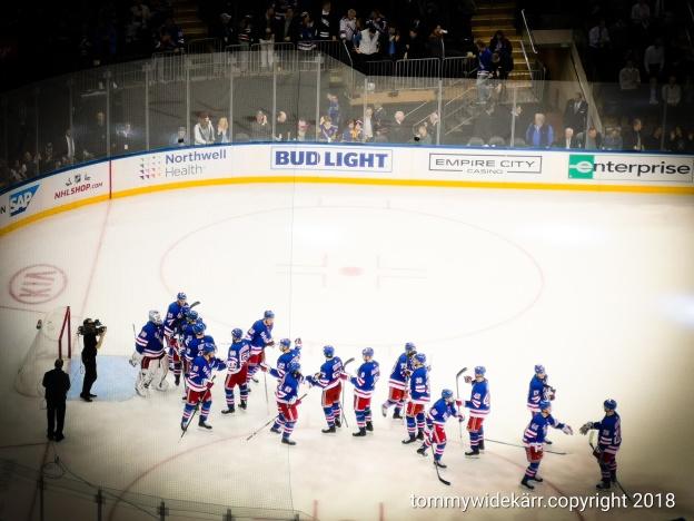 Jag är på Madison Square Garden och tittar på Rangers vs Stars