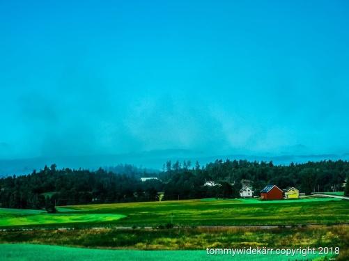 Det brinner i Sverige på många platser. Även i min närhet. På bilden kan man se röken över skogen.