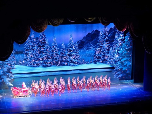 Från Christmas Spectacular starring The Radio City Rockettes