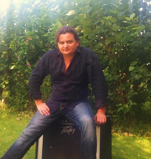 Ronny med Björn Wingårds gamla Peavey classic