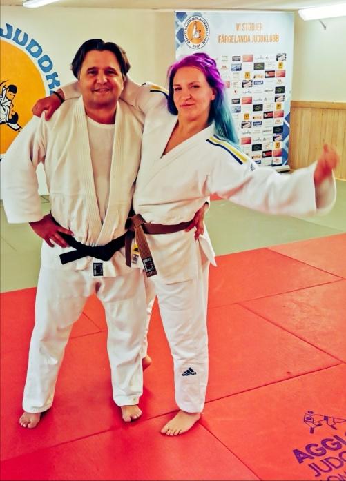 På bilden jag och Rebecca. Hon fyller år dagen till ära och till helgen är hon klubbens medaljhopp på SeniorSM
