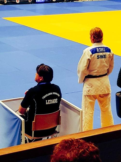 Jag har intagit coaching style och min mångåriga tävlingsadept och vän Rose-Marie Tell står redo för att gå in i matchen.