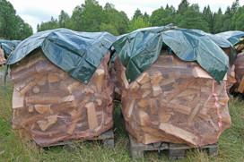 1m3 björkved själpt mått i säck på pall 30-35cm.