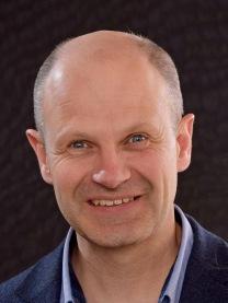 """Sven Ruin, författaren bakom boken """"Världens dummaste folk? -så blir de godtrogna svenskarna grundlurade""""."""