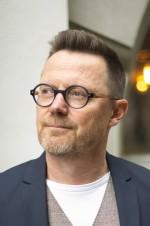 """Leif Bergholtz, romanförfattare. Strax aktuell med romanen """"I skogen"""", en något så ovanligt som en feel-good-roman med dystopiska undertoner."""