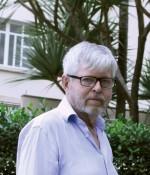 """Richard Beer alias Lars Amber är journalist  och  författare bakom """"Som skakar Sverige i dess grundvalar"""" och uppfäljaren """"Tryggare kan ingen vara""""."""