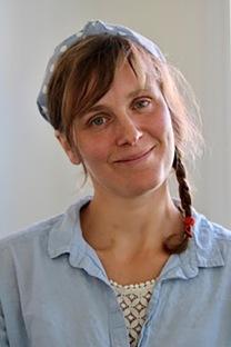 """Helga Stövring-Nielsen, författaren bakom ungdomsromanen """"Med vinden i ryggen - mot solnedgången""""."""