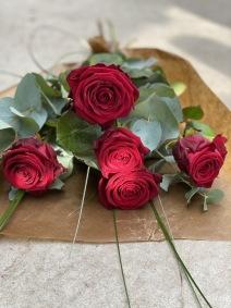 Röda kärleksrosor