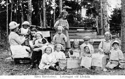 Bilden är troligen från 1920-30 talet då Ludvig Kihlqvist drev Sättra barnkoloni.