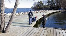 Piren får ett nytt friskt trädäck vårvimtern 2017 av WMR, Sättra snickeri och Björkfjärden AB
