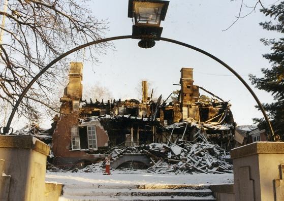 Vintern 1997-98 brann Storgårdens huvudbyggnad. Troligen var det en gammal tjock-tv som orsakade förödelsen.