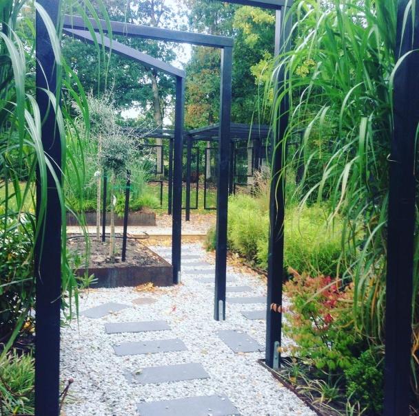 En trädgård i förvandling. Arkitekt: FormaGrönt Trädgårdsarkitektur.