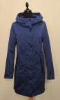 HERLUF 7/8- Kappa i polyester, Finns i färgerna: Royalblå och Beige. Pris 2700:-