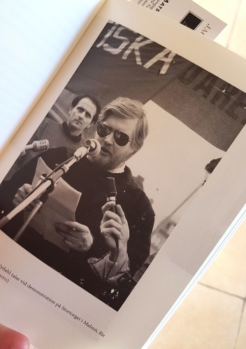 En ung Thomas Nydahl på barrikaderna. För Kosovas frihet, Malmö  1989. (privat foto)