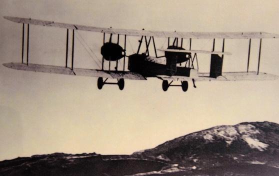 Den klassiska bilden när Alcock & Brown lättar från St John's, Newfoundland.