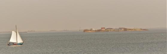 Pampus, som ön ses från Muiden.