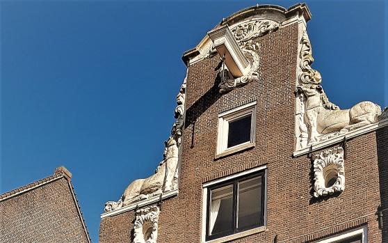 Detalj av huset på Haarlemmerstraat 110 där Albertus Seba höll dryckeslaget som blev så fatalt för Peter Artedi.