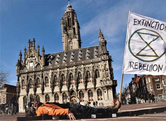 Protest framför katedralen i Middelburg.