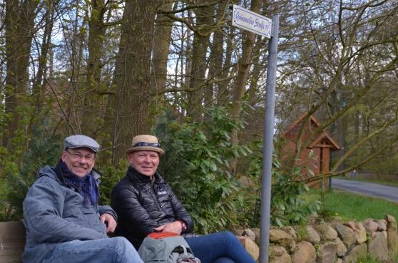 Två glada herrar som lämnat Lüneburg den 29 april och hunnit fram till Grünewald.