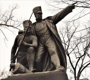 En klassisk hjältestaty vid Dennewitz.