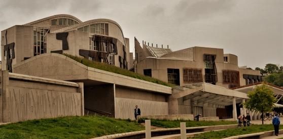 Det skotska prlamentet i Edinburgh.l