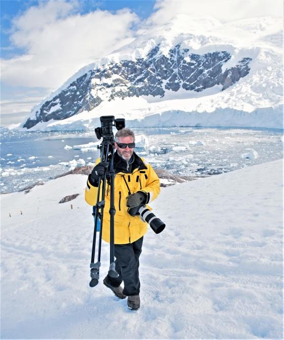 Filmaren Patrik Olofsson på jakt efter skånska silvertärnor i Antarktis. (Bild: privat)