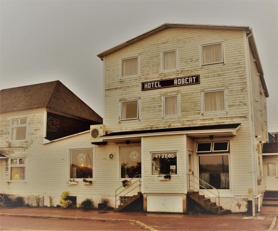 Hotel Robert i St Pierre. Där åt Al Capone och jag middag.