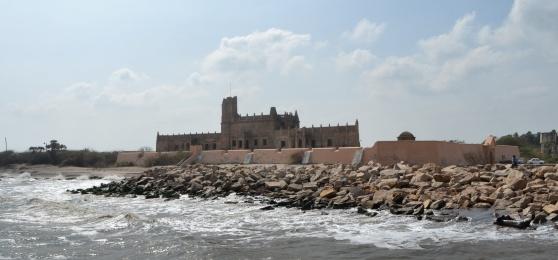 När Jens Munk höll på att dö i Ishavet kunde Ove Giedde etablera en handelsstation i Trankebar i Tamil Nadu, Indien.
