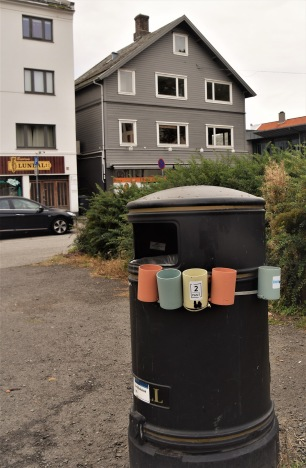 Lysande innovation ju. Sätt din PET-flaska eller burk här och trashanken som  pantar ihop till hyran behöver inte köra ned sina nävar i det okända. Det känns väl bra?