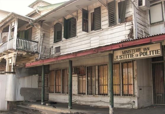 Kanske dags att rusta upp justitiedepartementet i Paramaribo?