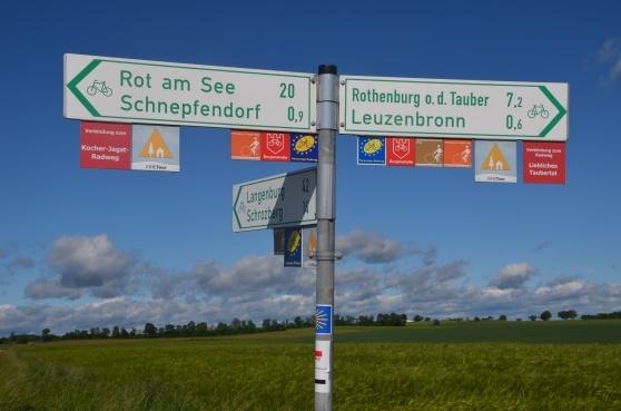 Det är väl skyltat i Tyskland. Oavsett om du kör på autobahn eller traskar runt i spenaten.