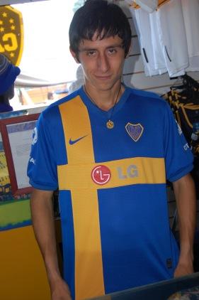 Det svenska inflytandet på Boca Juniors kan väl knappast visas bättre än med den här matchtröjan.