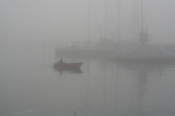 Malmös småbåtshamn, Limhamn, en dimmig försommarmorgon.
