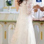 Brudklänning med spetssläp bakifrån