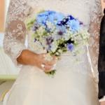 Brudklänning med spetssläp fram blomb