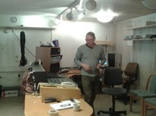Bertil Eriksson i kontrollrummet under ombyggnadsdagen