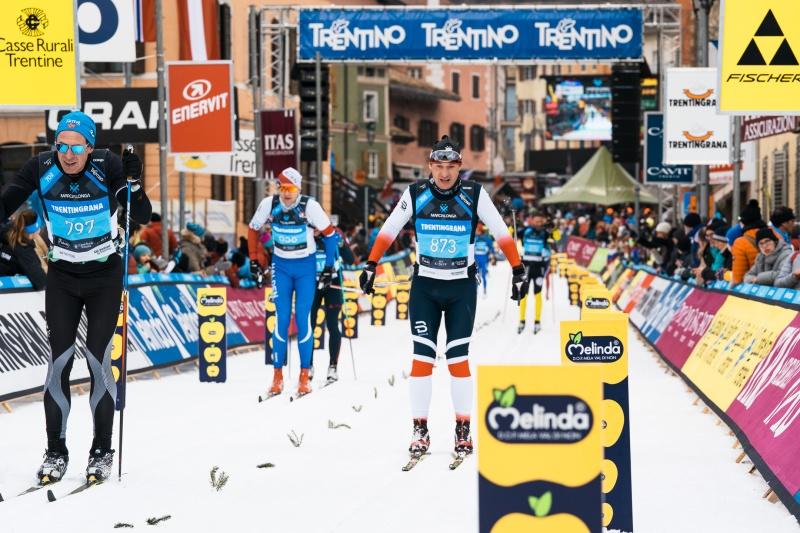 Marcialonga går genom 13 byar i Val di Fassa och Val di Fiemme. Under 45 eller 70 km har du hela tiden Dolomiterna i blickfånget. Dagarna före loppet bjuder på härlig skidåkning i fina längdspår eller utför för dig som vill  i världens största skidområde Dolomiti Superski.