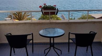 Du bor precis vid Adriatiska Havet med balkong och havsutsikt.