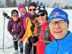 """Några av våra stamkunder som var med på resan till Toblach-Cortina 2019 (och La Diagonela året före, därav """"fel"""" namn på två av mössorna)."""